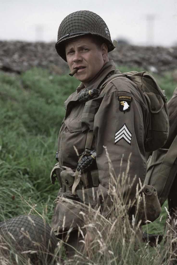 Band of Brothers:  Michael Cudlitz in un momento della serie