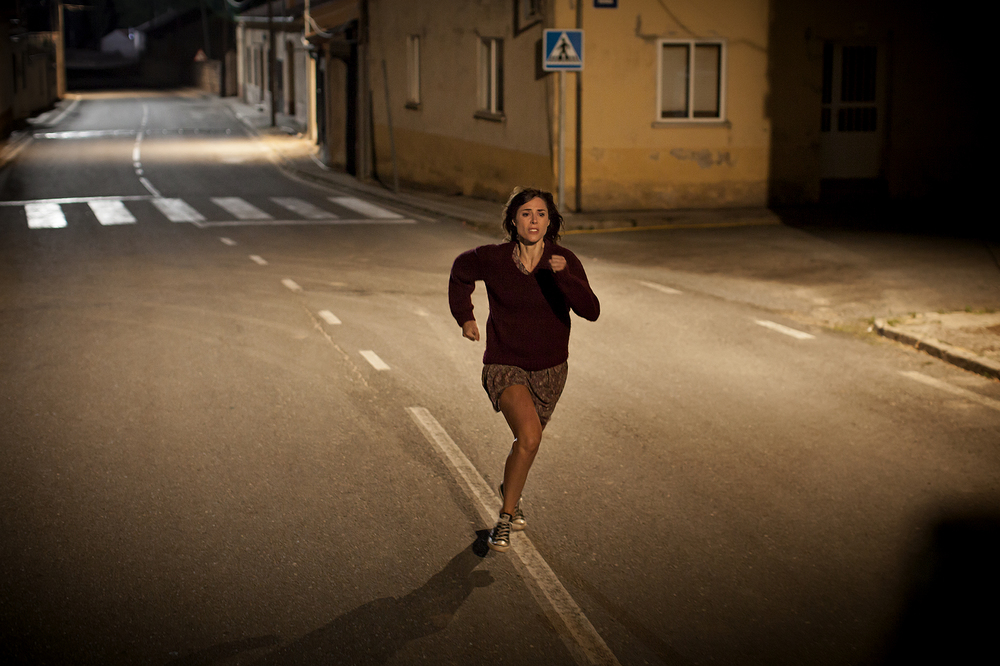 The Fury of a Patient Man: Ruth Díaz corre in una scena del film