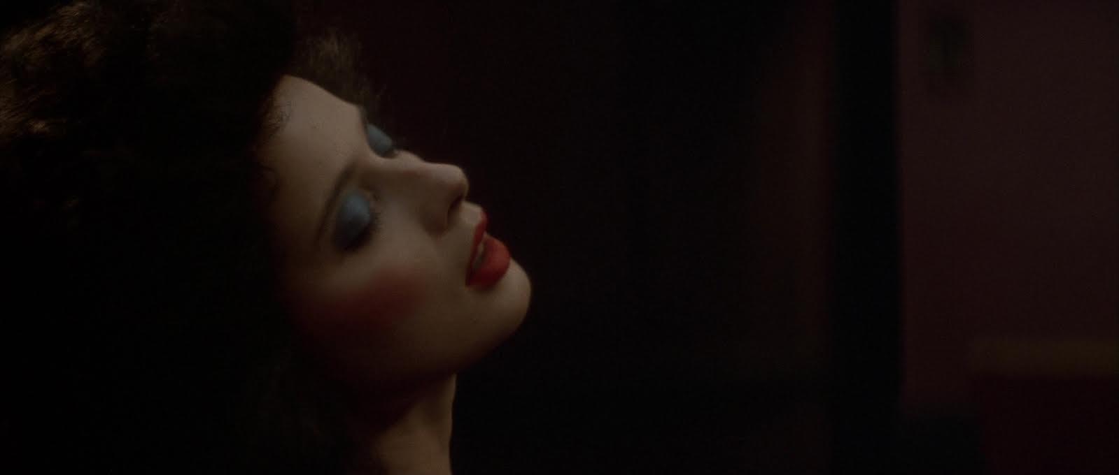 Velluto blu: la conturbante, fragile sensualità di Isabella Rossellini