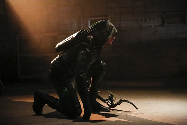 Arrow: Stephen Amell nei panni di Green Arrow