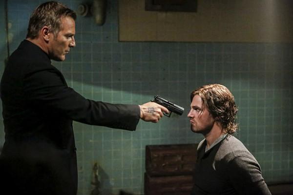 Arrow: Oliver in una scena drammatica della quinta stagione
