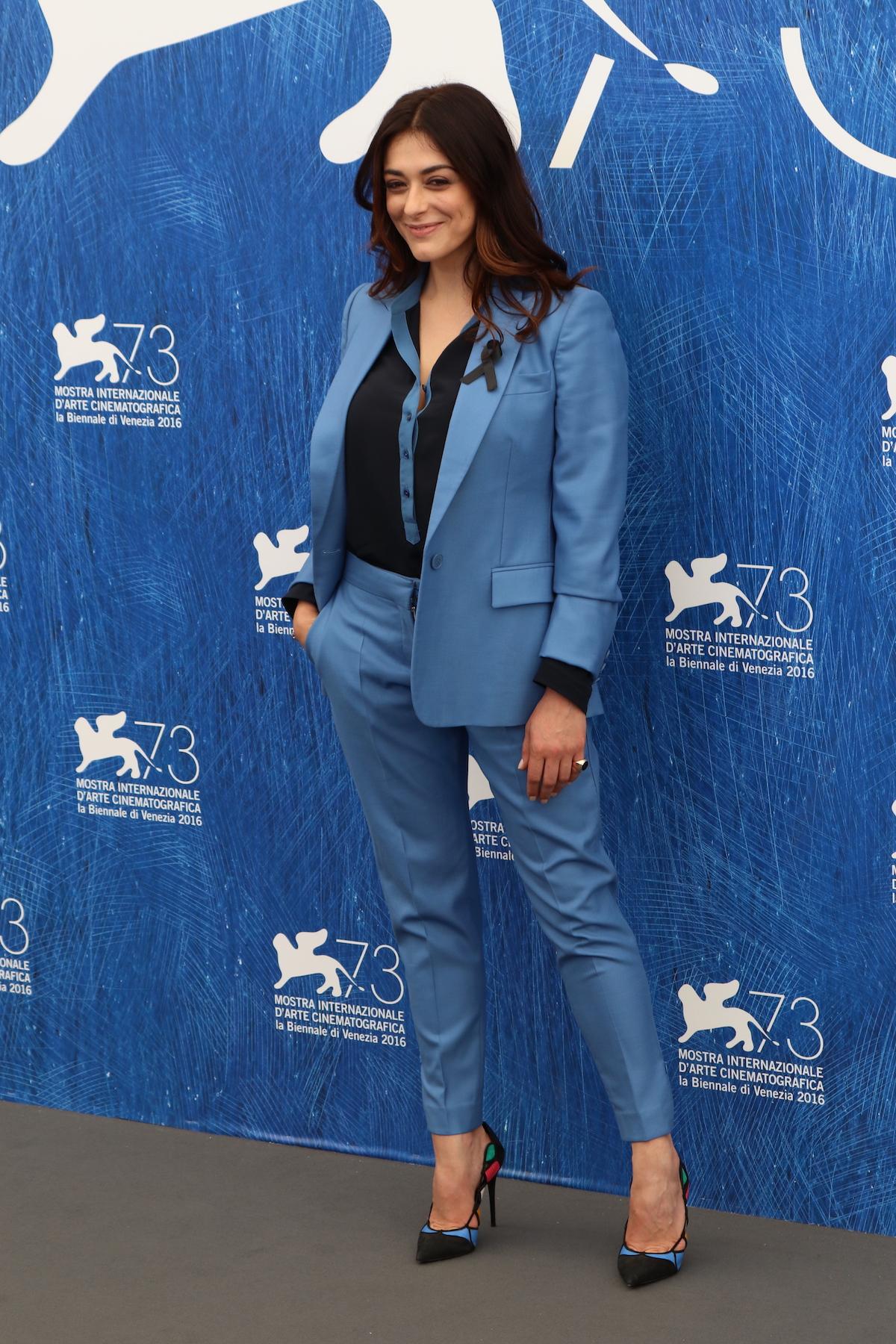 Venezia 2016: Valentina Lodovini posa al photocall delle giurie