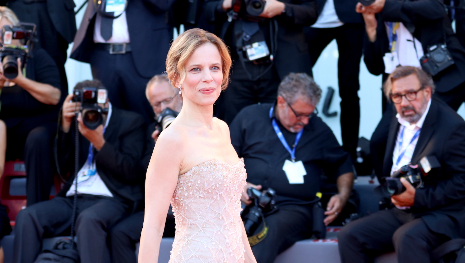 Venezia 2016: uno scatto di sonia bergamasco sul red carpet