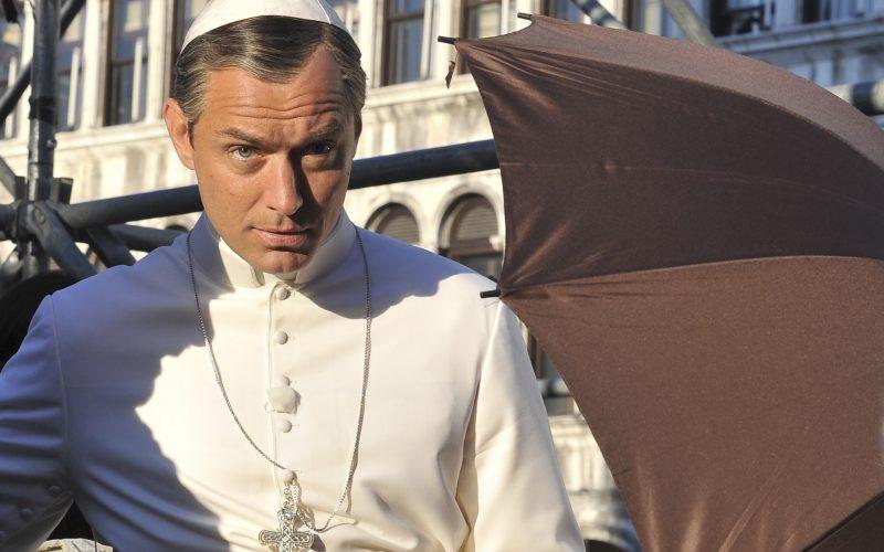 The Young Pope: un'immagine con Jude Law