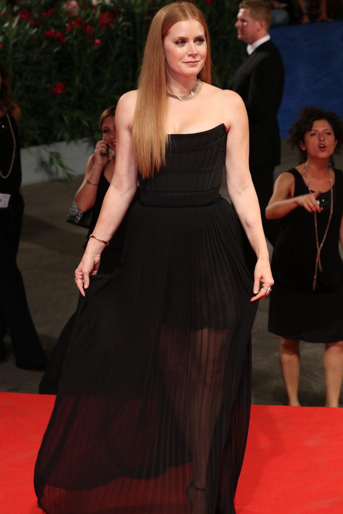 Venezia 2016: Amy Adams posa sul red carpet di Arrival