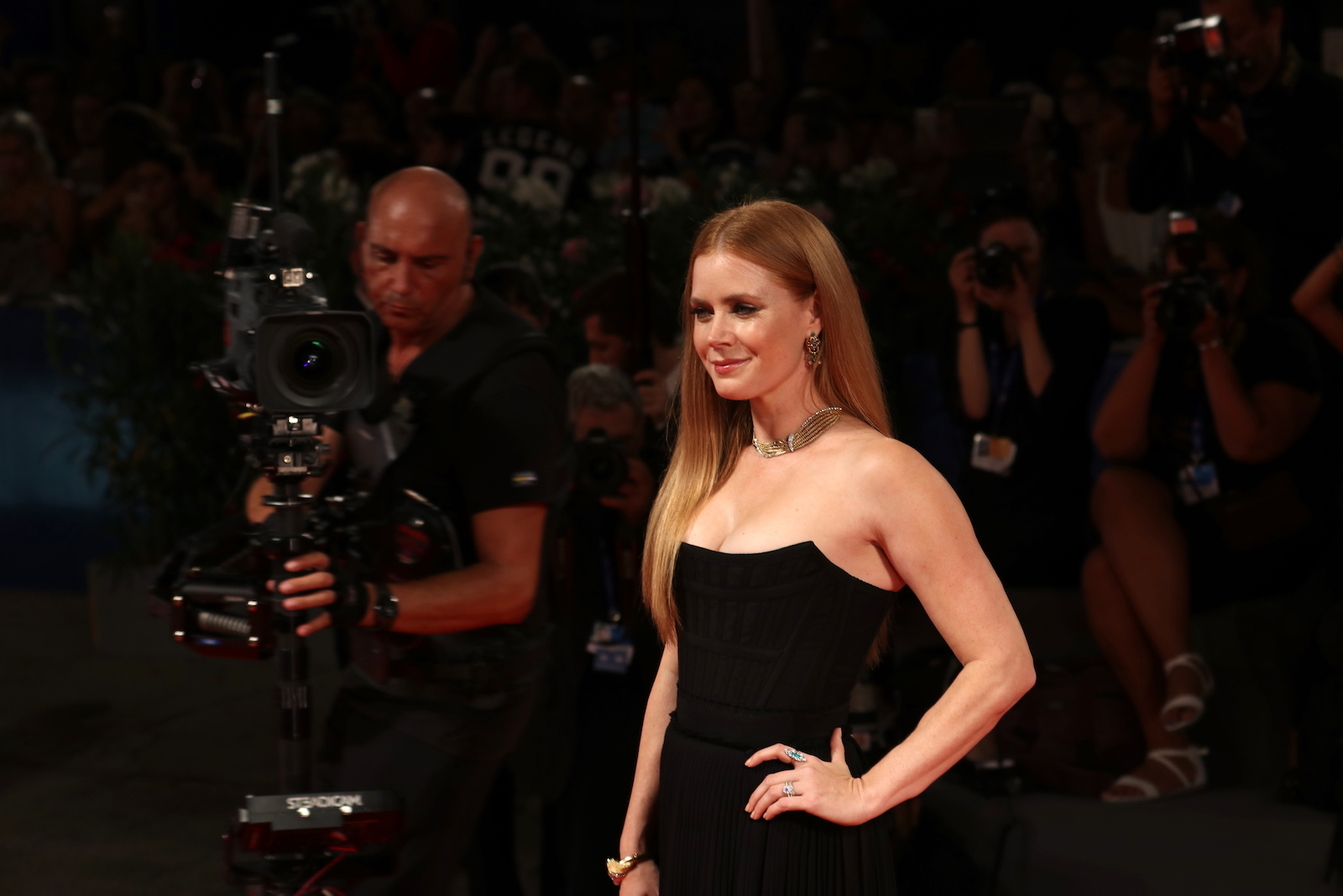 Venezia 2016: Amy Adams sul red carpet di Arrival