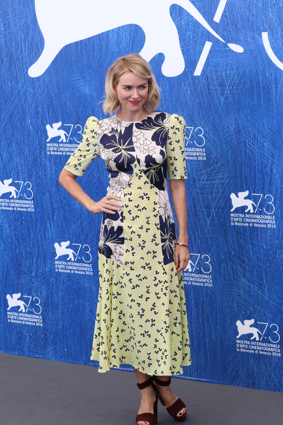 Venezia 2016: Naomi Watts mentre posa al photocall di The Bleeder
