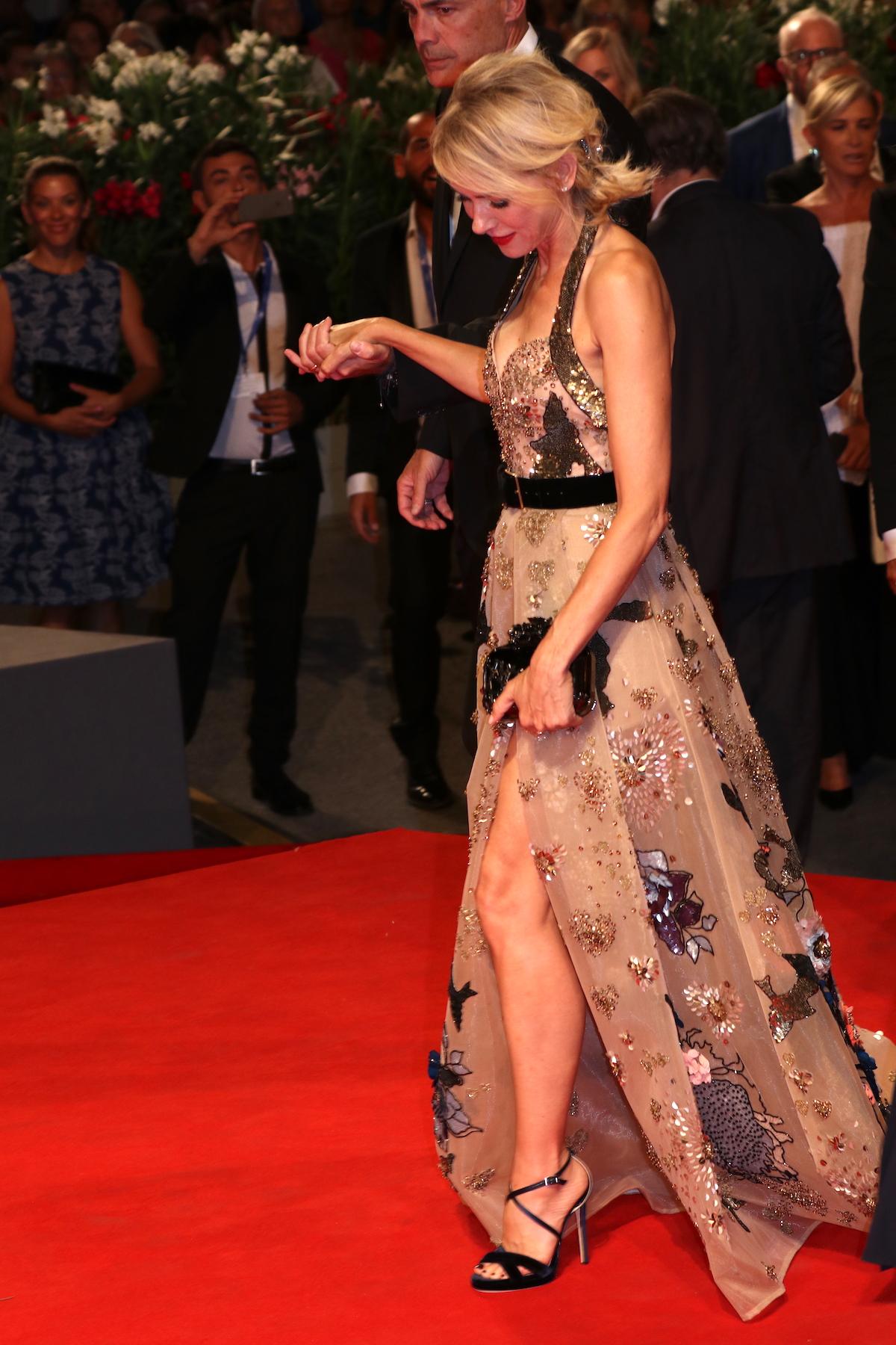 Venezia 2016: Naomi Watts arriva sul red carpet di The Bleeders