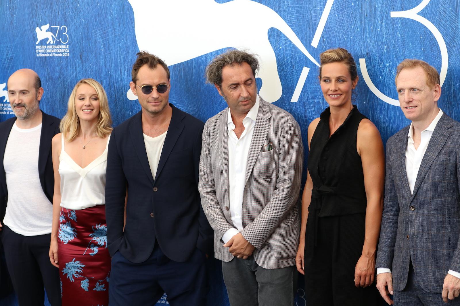 Venezia 2016: Paolo Sorrentino, Jude Law, Cécile de France, Ludivine Sagnier, Scott Shepherd al photocall di The Young Pope