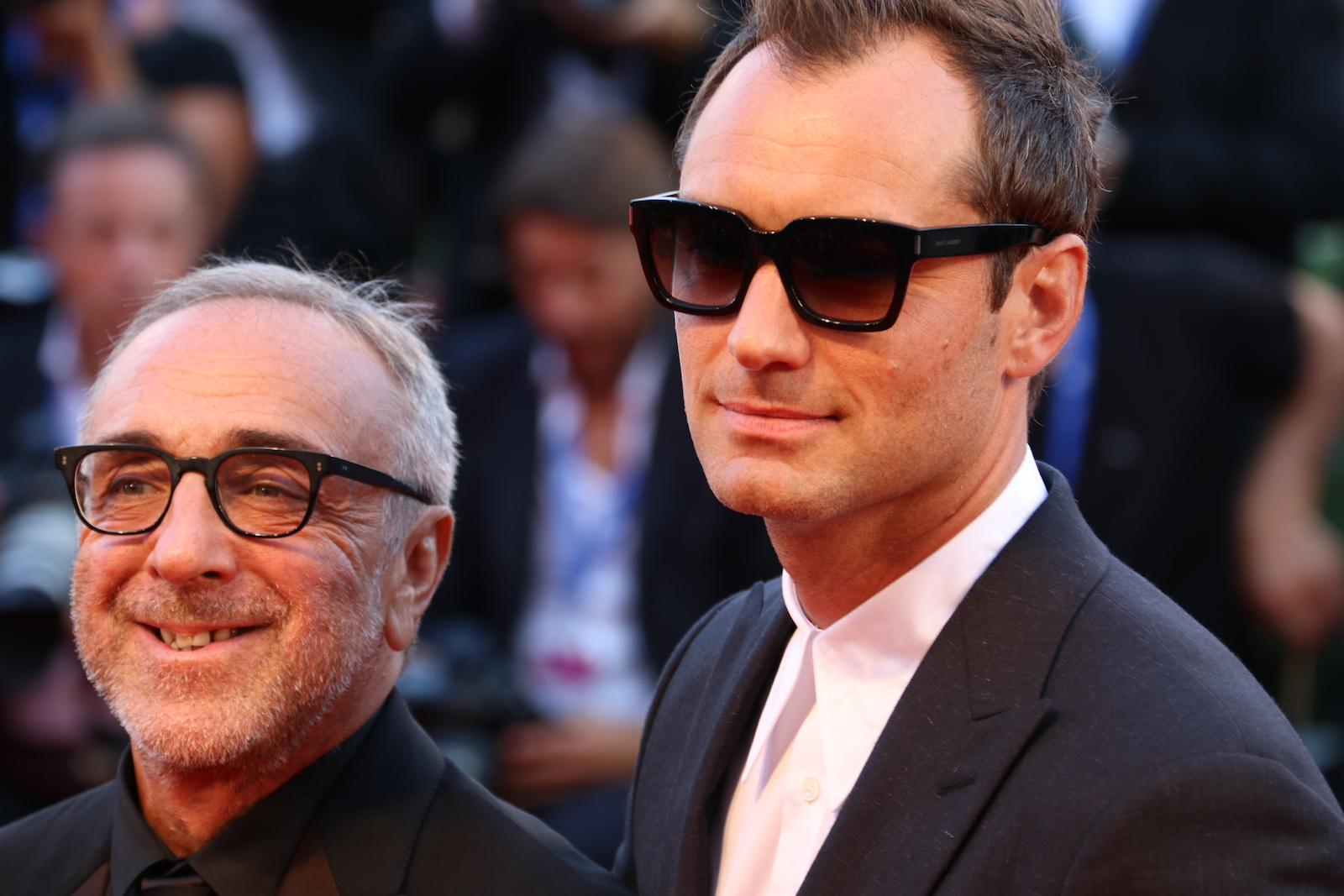 Venezia 2016: Jude Law e Silvio Orlando sul red carpet di The Young Pope
