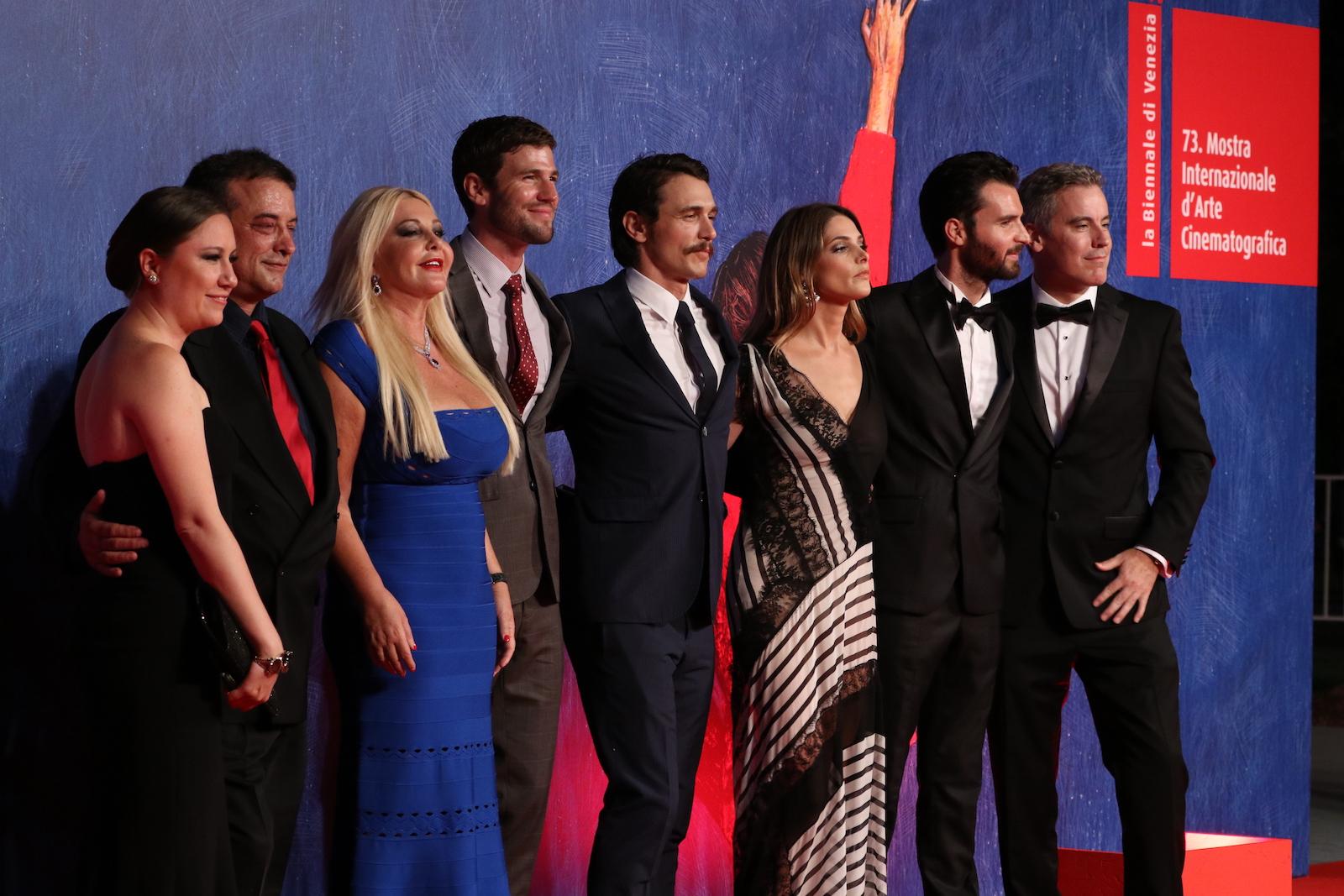 Venezia 2016: Ashley Greene, James Franco, Austin Stowell e oi produttori sul tappeto rosso di In Dubious Battle
