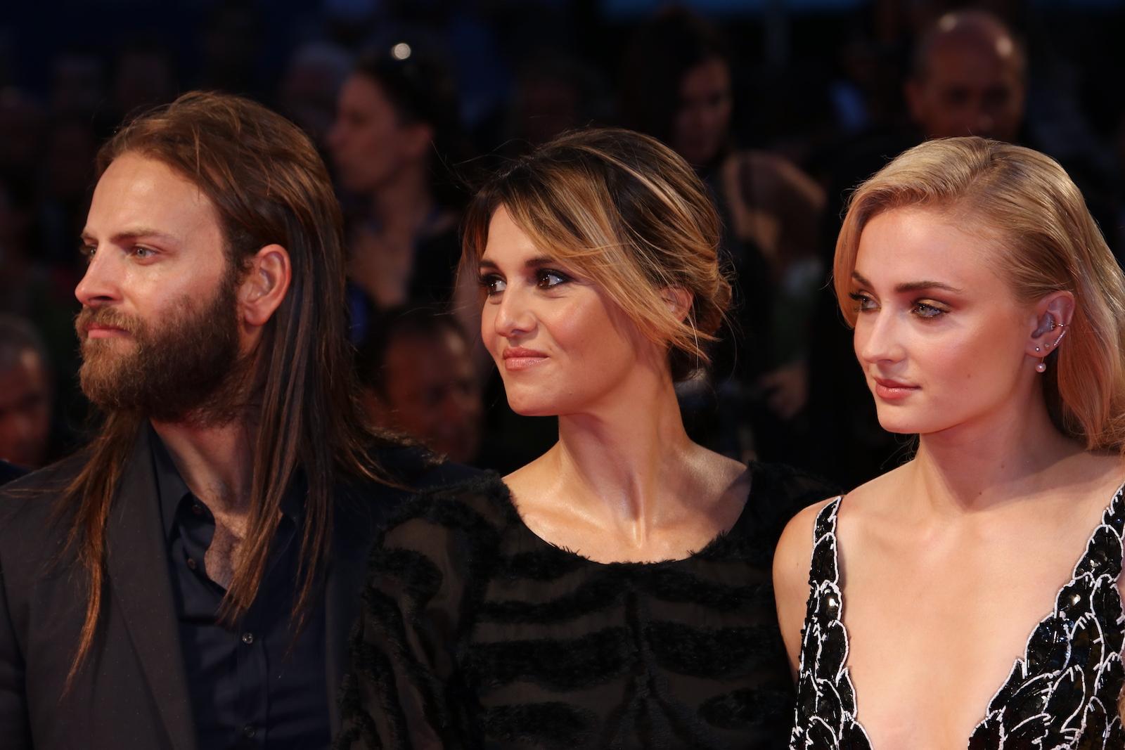 Venezia 2016: Sophie Turner, Paola Cortellesi, Alessandro Borghi sul red carpet del premio Persol