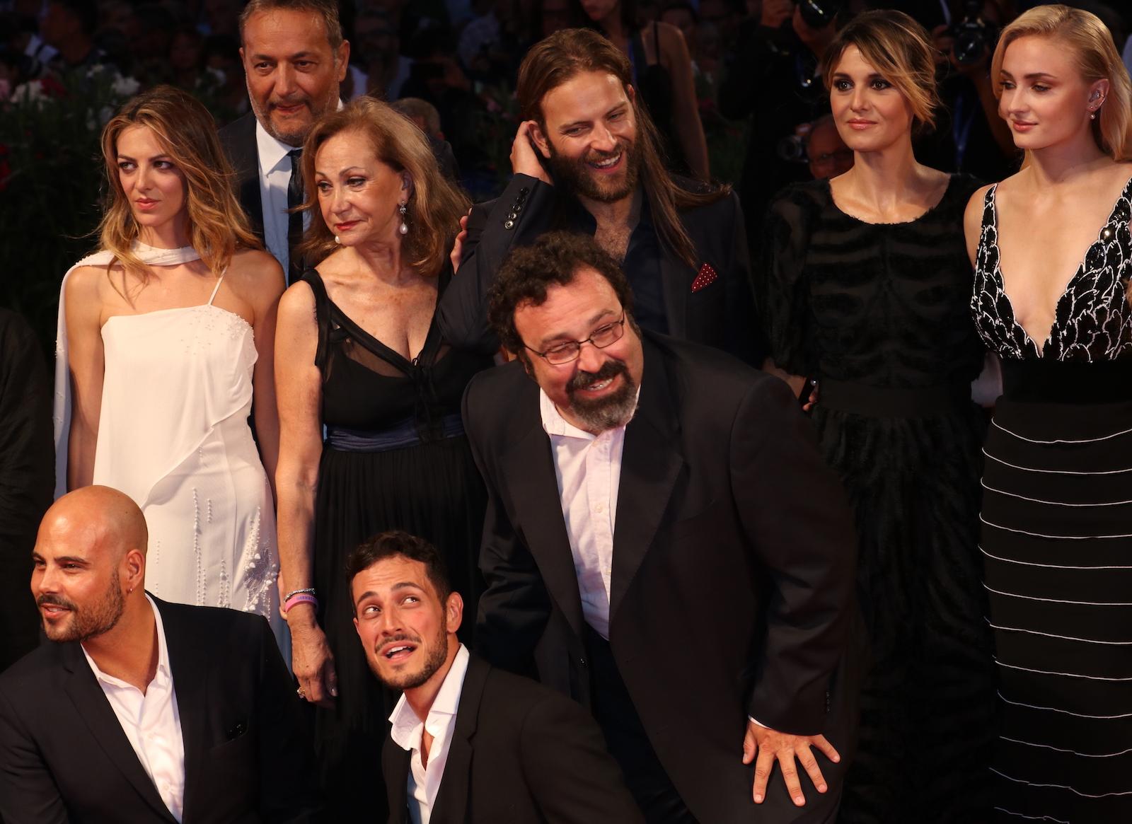 Venezia 2016: Alessandro Borghi, Marco D'amore, Paola Cortellesi, Sophie Turner sul red carpet del premio Persol