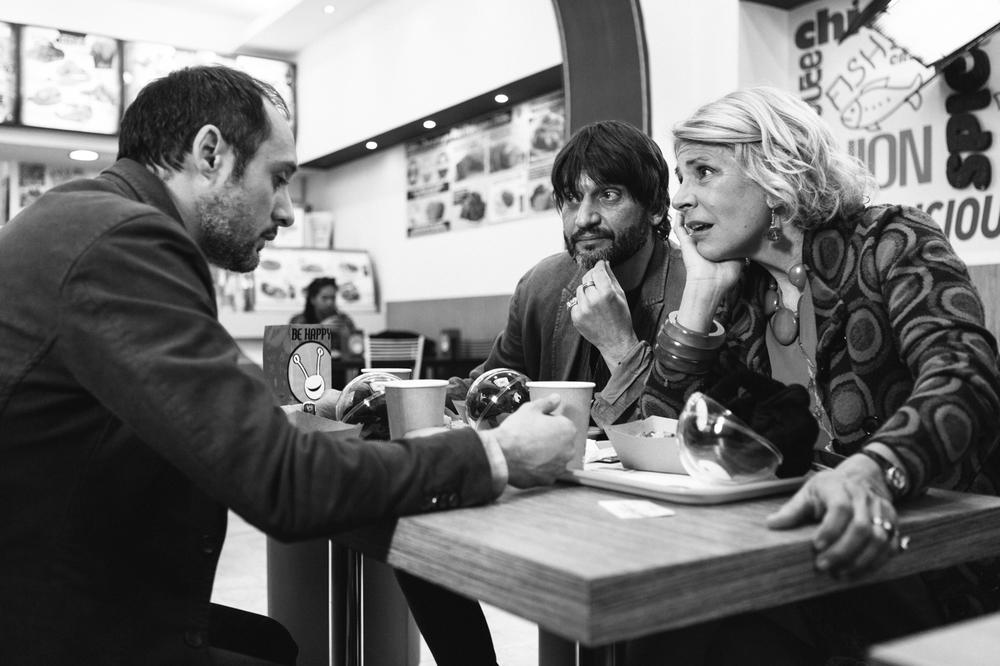 Orecchie: Daniele Parisi, Ivan Franek e Pamela Villoresi in una scena del film