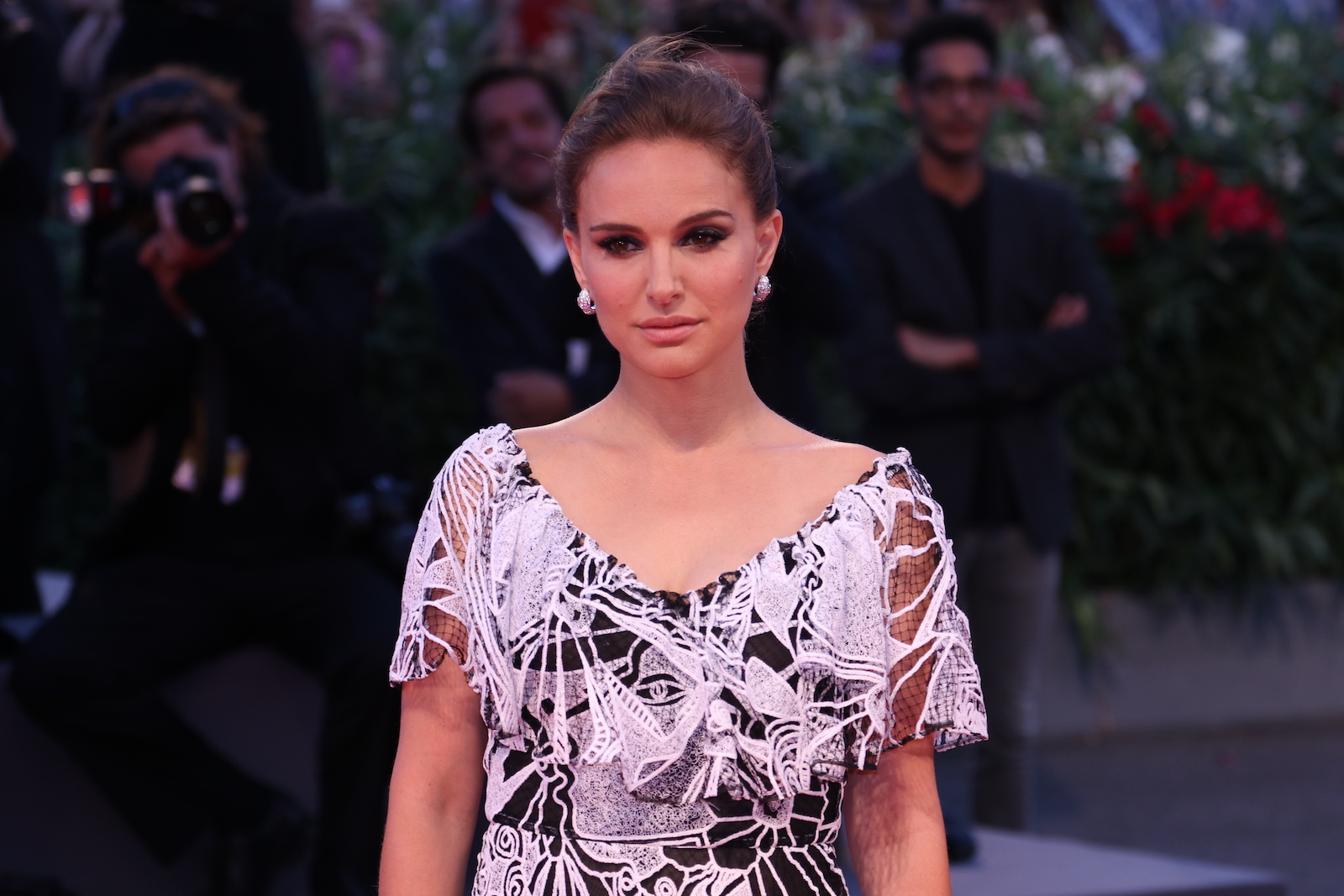 Venezia 2016: Natlaie Portman in uno scatto sul red carpet di Jackie