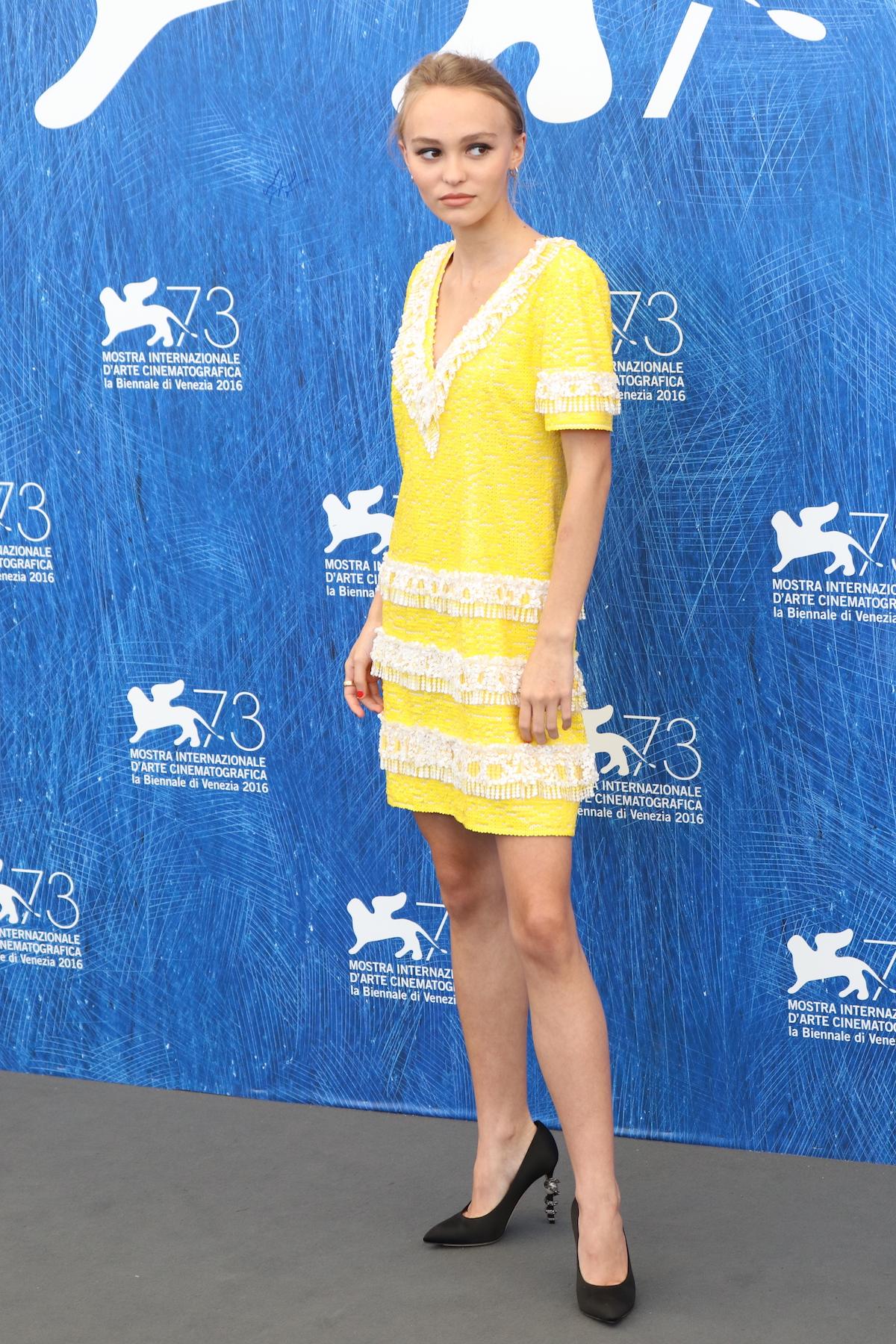 Venezia 2016: Lily-Rose Depp posa al photocall di Planetarium