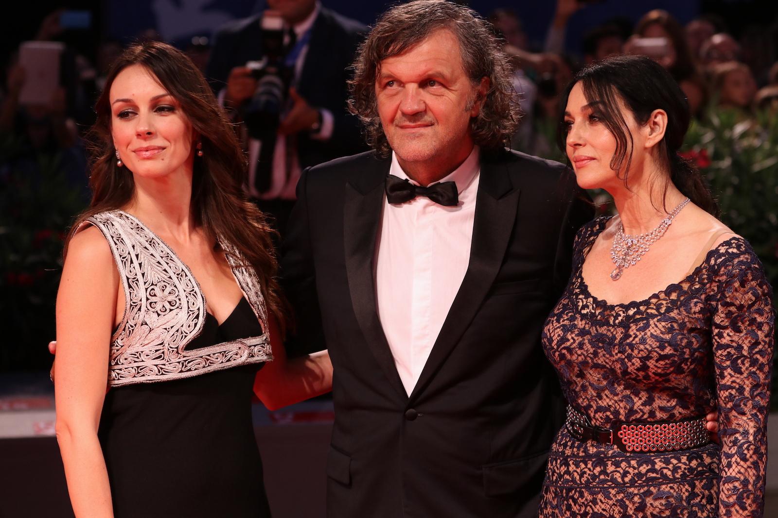 Venezia 2016:Emir Kusturica, Monica Bellucci, Sloboda Mićalović sul tappeto rosso di Sulla via lattea