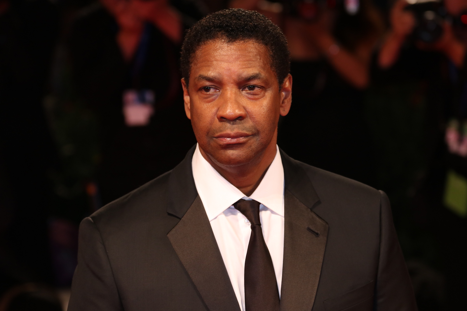 Venezia 2016: una foto di Denzel Washington sul red carpet de I magnigici 7