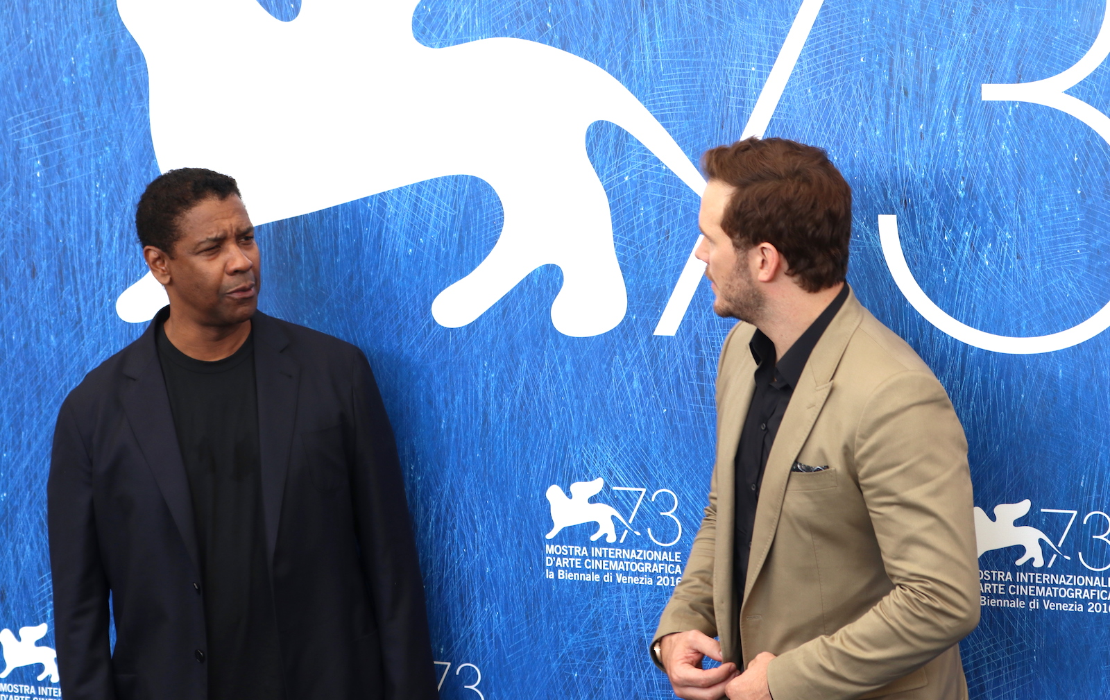 Venezia 2016: Denzel Washington e Chris Pratt al photocall de I magnifici 7