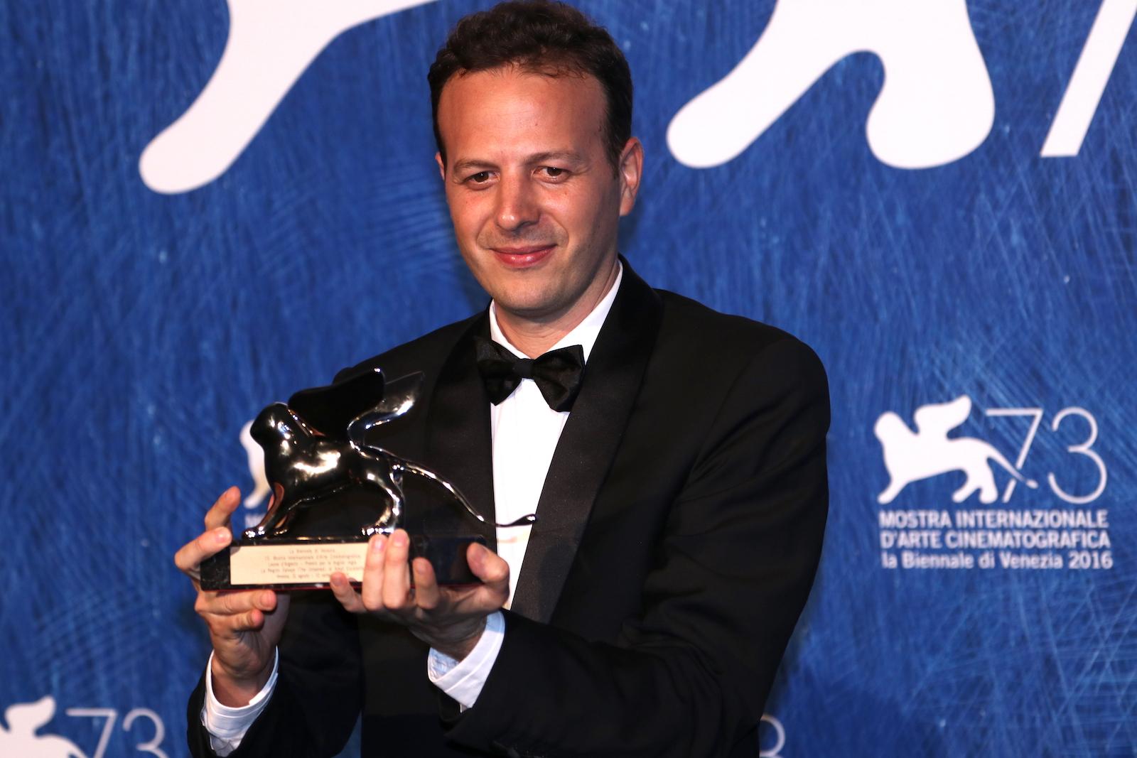 Venezia 2016: Amat Escalante al photocall dei premiati