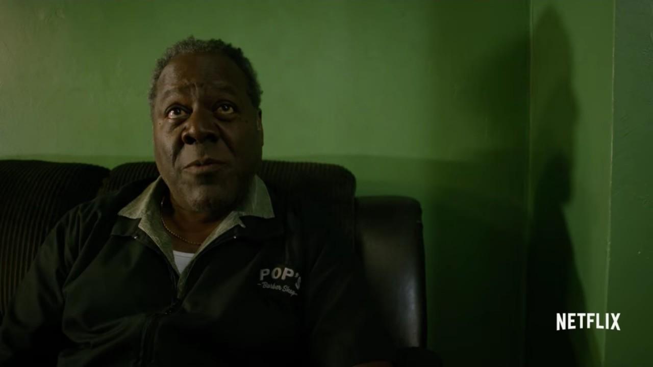Luke Cage: Frankie Faison in una scena della prima stagione