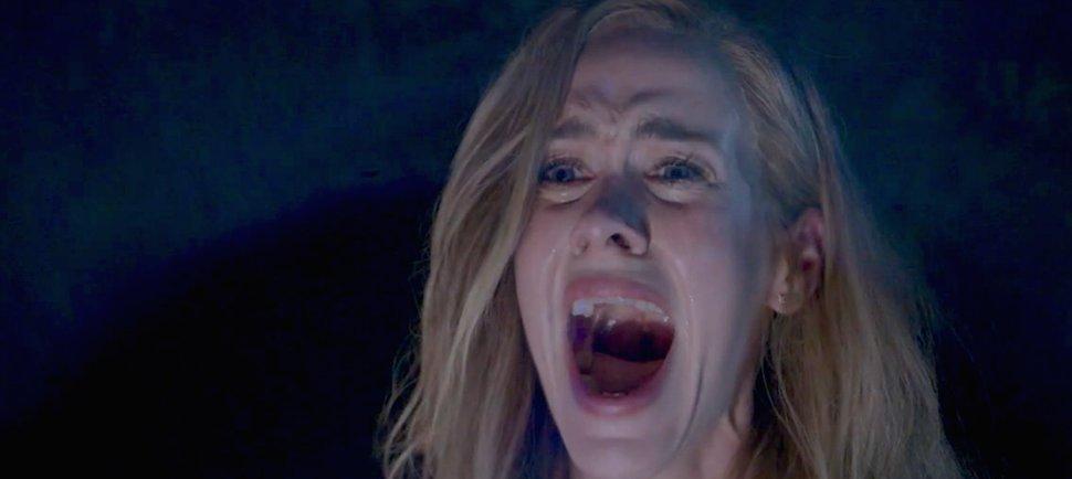 American Horror Story: l'attricde Sarah Paulson in un drammatico momento della première
