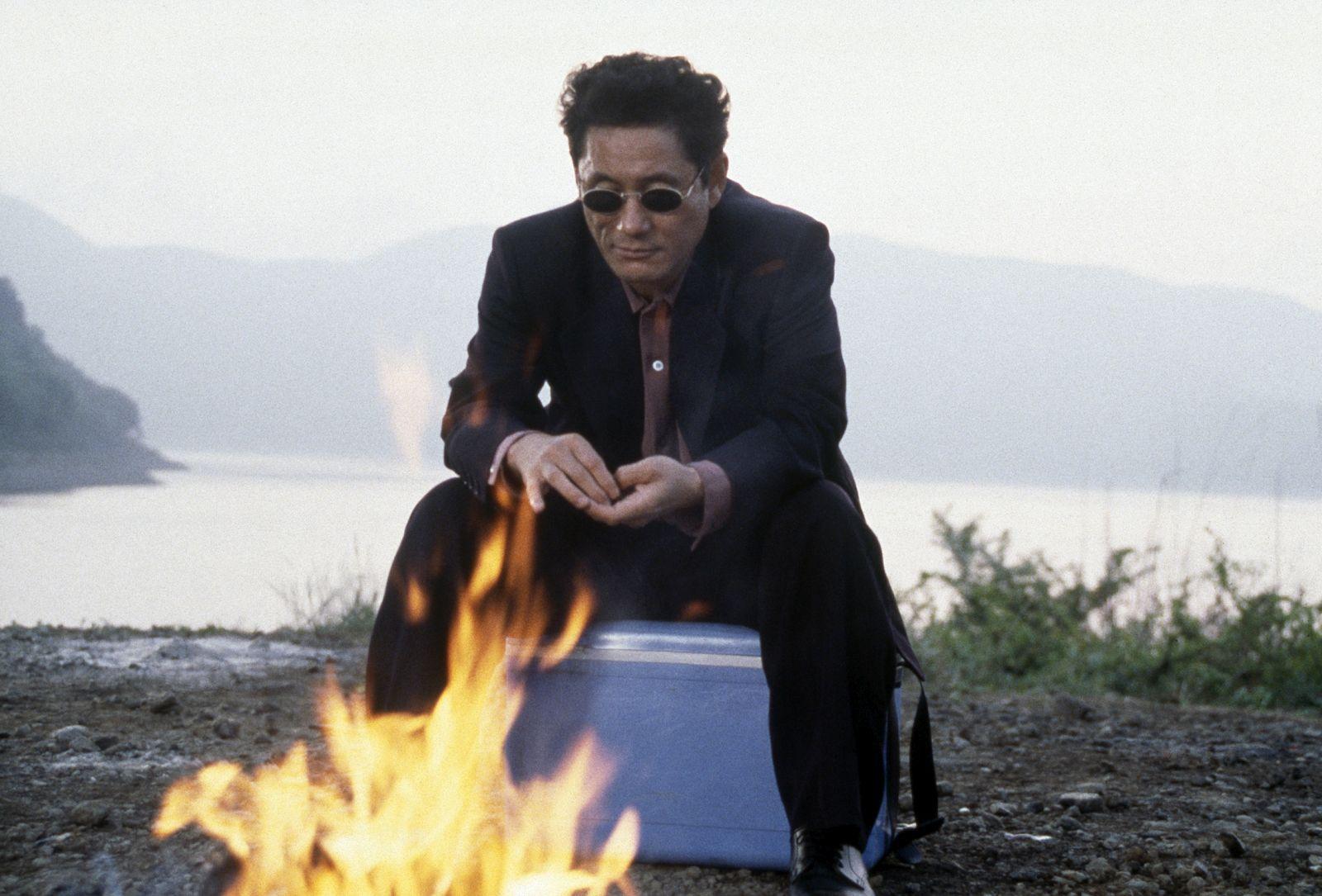 Hana-bi: Takeshi Kitano in una scena del film