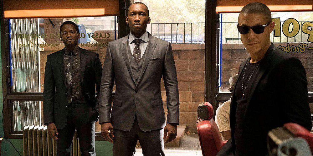 Luke Cage: Mahershala Ali e Theo Rossi in una scena della serie