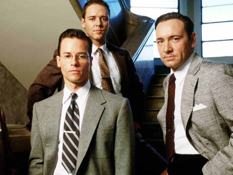 L.A. Confidential: Russell Crowe, Guy Pearce e Kevin Spacey in una scena del film