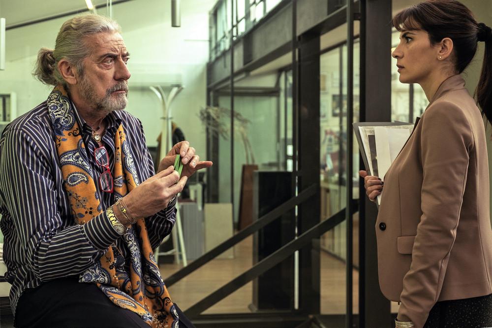 La verità sta in cielo: Shel Shapiro e Maya Sansa in una scena del film