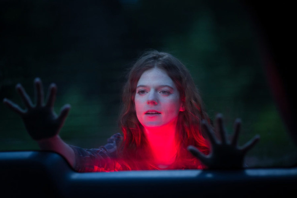 Morgan: Rose Leslie in una scena del film