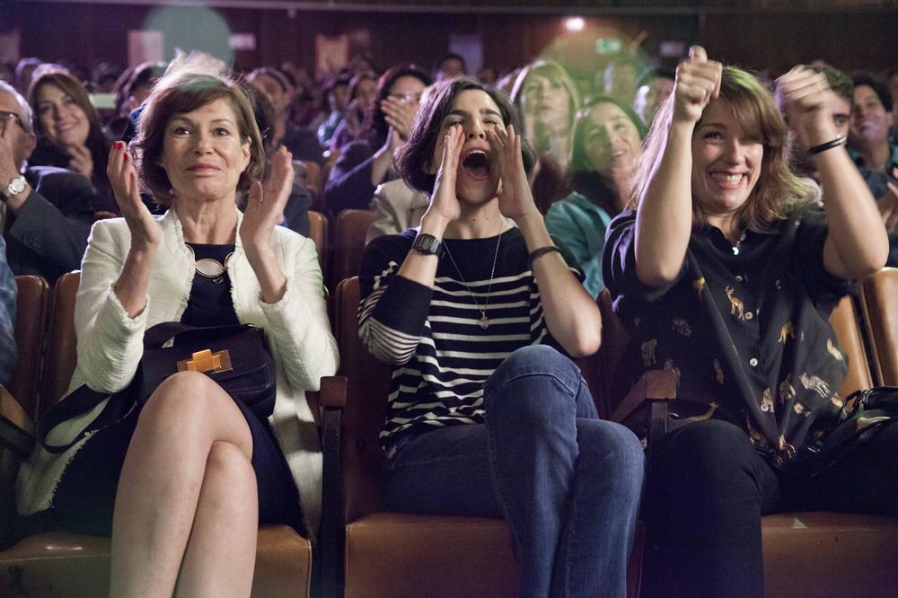 Rara - Una strana famiglia: Mariana Loyola e Agustina Muñoz in una scena del film