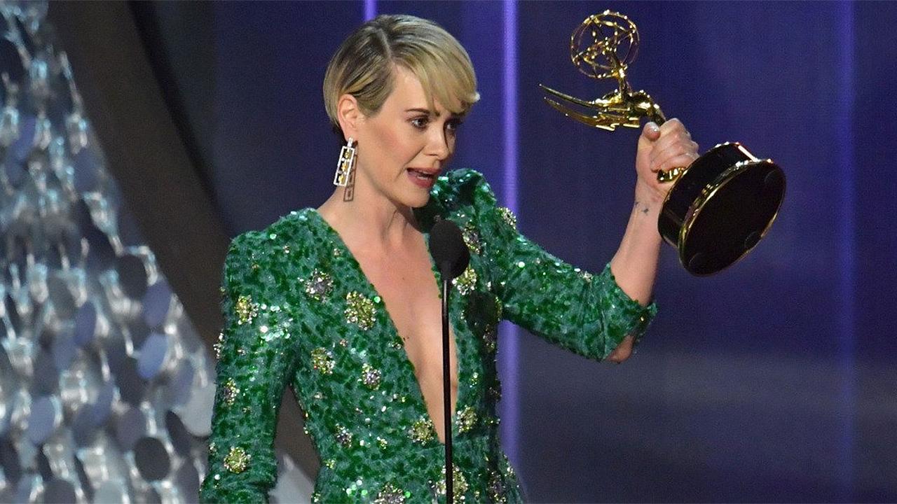 Sarah Paulson durante il suo discorso dopo aver vinto l'Emmy