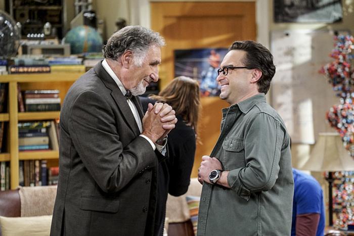 The Big Bang Theory: gli attori Judd Hirsch e Johnny Galecki in The Conjugal Conjecture