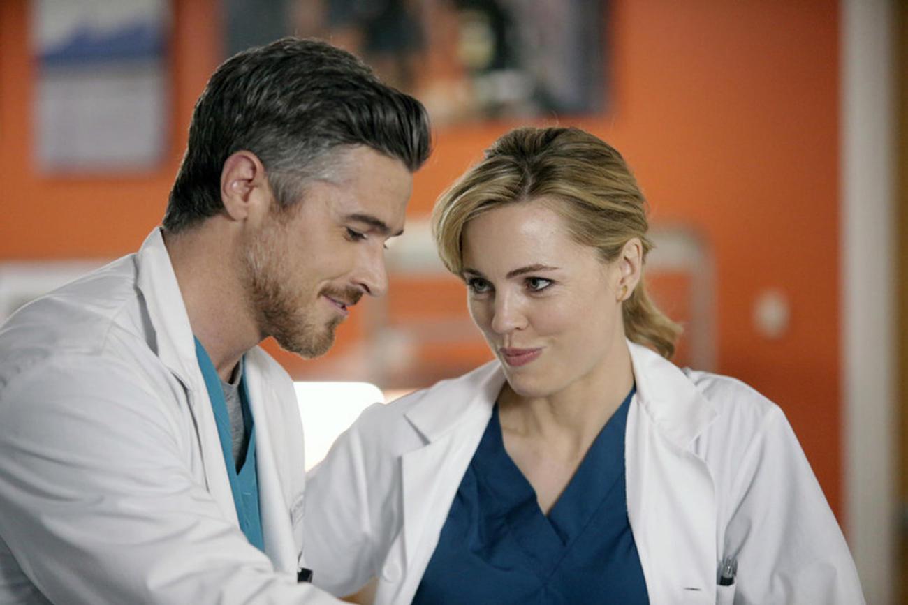 Heartbeat: Dave Annable e Melissa George in una foto di scena della serie