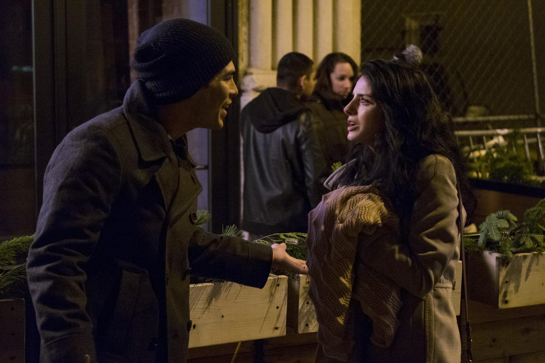Easy: Raul Castillo e Aislinn Derbez in una foto della serie