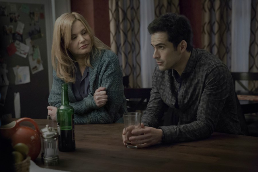 The Exorcist: Geena Davis accanto ad Alfonso Herrera in Chapter One: And Let My Cry Come Unto Thee