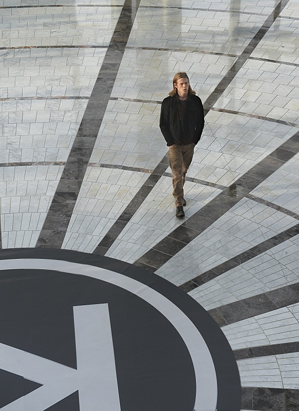 MacGyver: il protagonista Lucas Till in The Rising