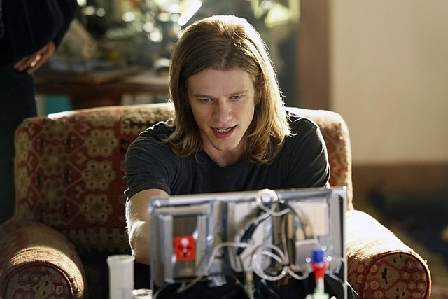 MacGyver: il protagonista Lucas Till in una foto di The Rising