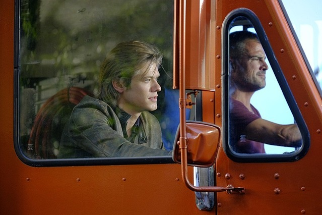 MacGyver: Lucas Till e George Eads in The Rising