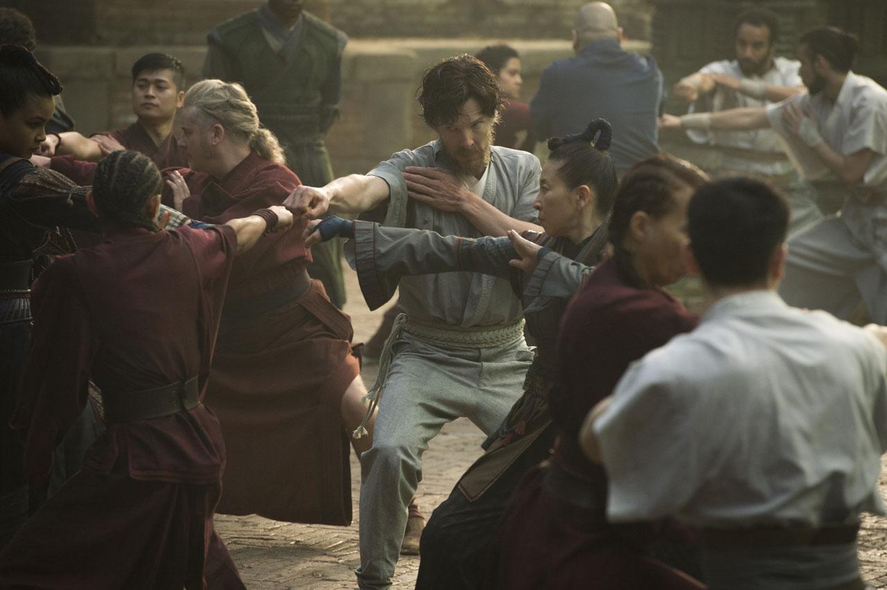 Doctor Strange: Benedict Cumberbatch si allena in una foto del film