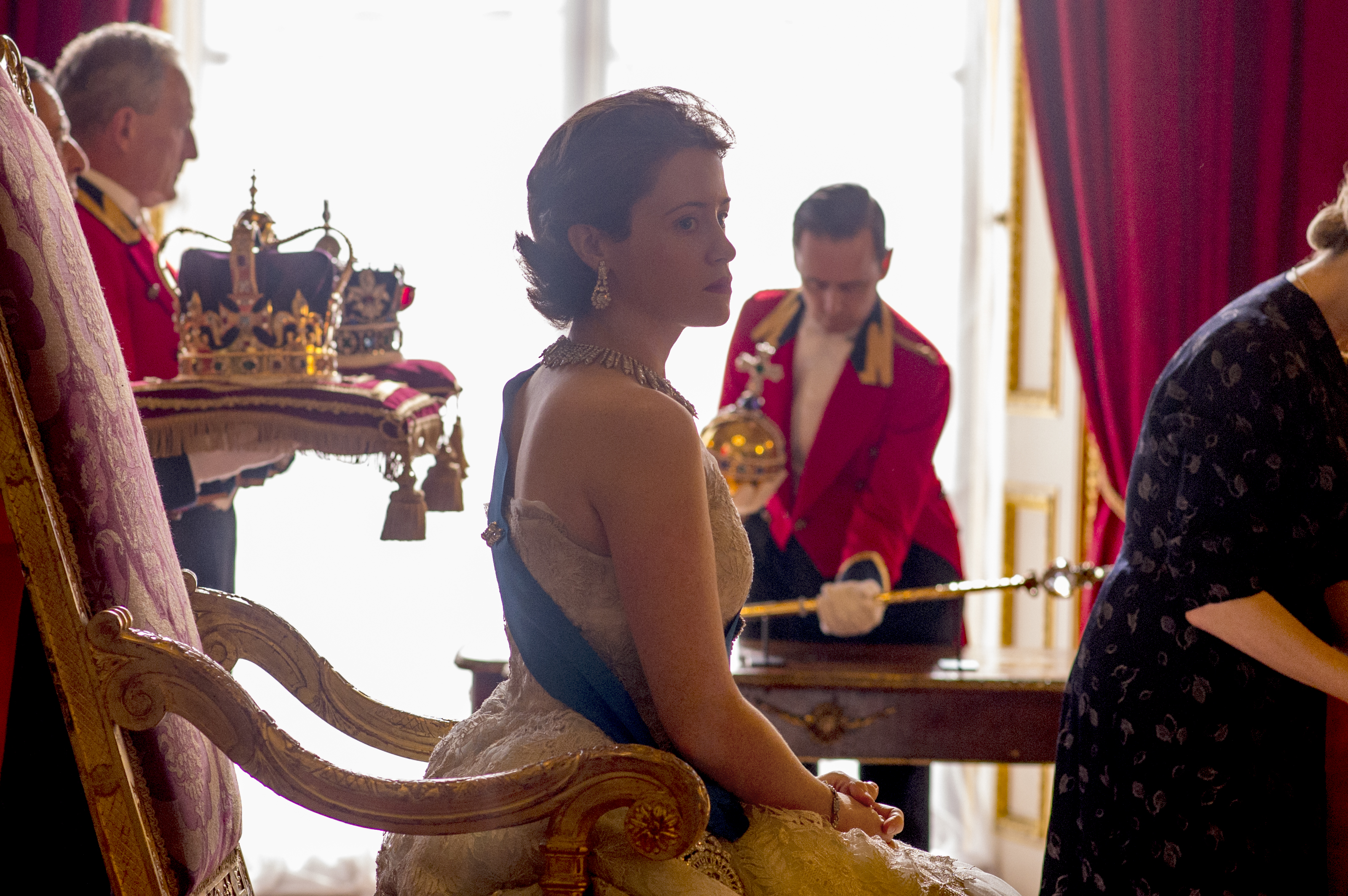 The Crown: l'attrice Claire Foy interpreta Elisabetta II