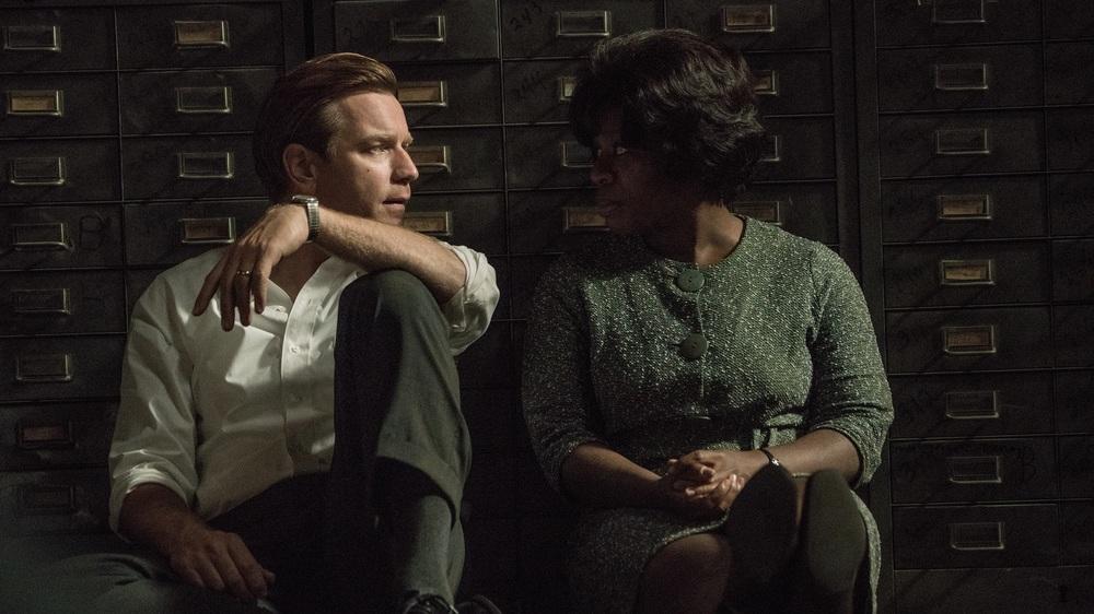 American Pastoral: Ewan McGregor e Uzo Aduba in una scena del film