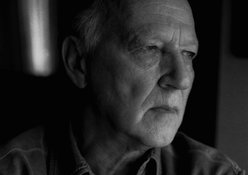 Lo and Behold - Internet: Il futuro è oggi, un primo piano del regista Werner Herzog