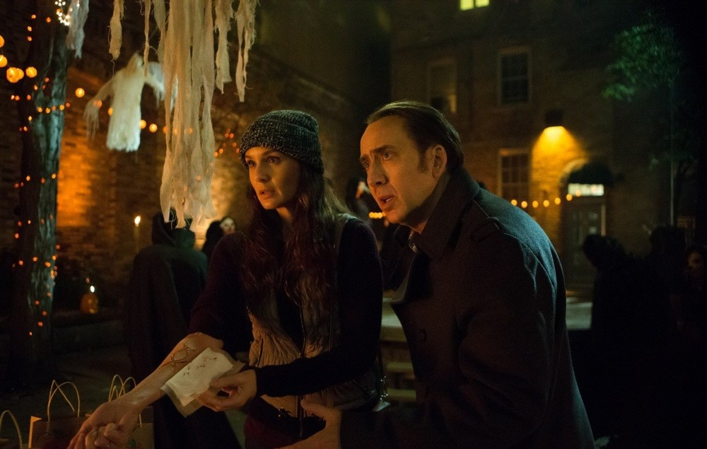 Pay the Ghost: Sarah Wayne Callies e Nicolas Cage in un momento del film