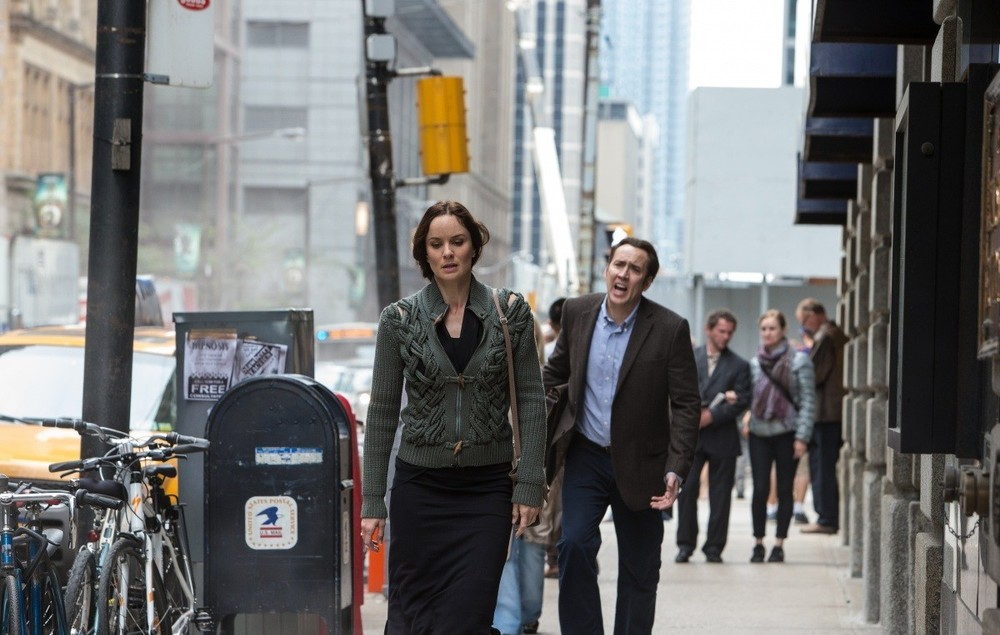 Pay the Ghost: Sarah Wayne Callies e Nicolas Cage in una scena del film