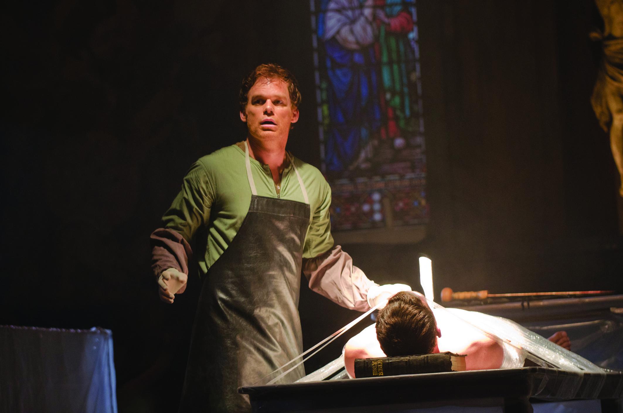 Dexter, Michael C. Hall in una scena della serie