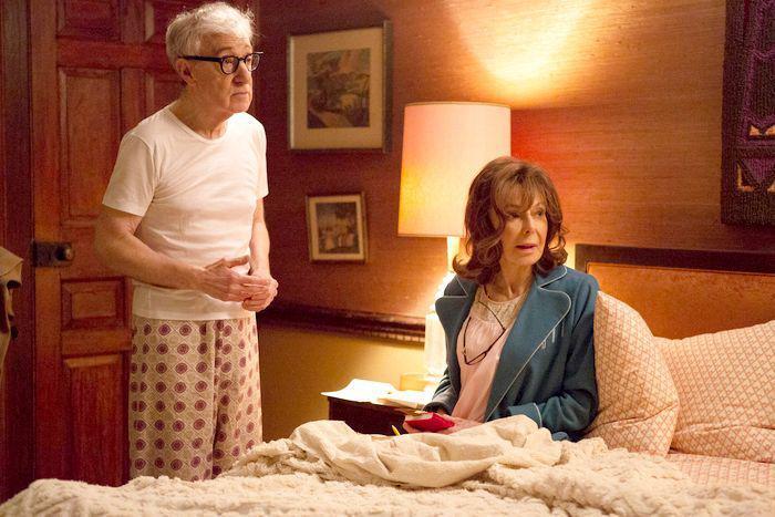 Crisis in Six Scenes: Elaine May insieme a Woody Allen in una scena