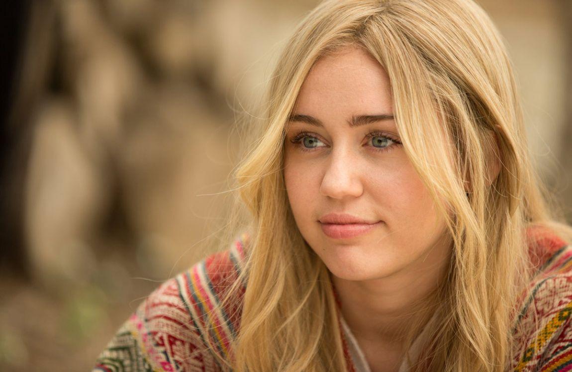 Crisis in Six Scenes: un primo piano di Miley Cyrus nella serie