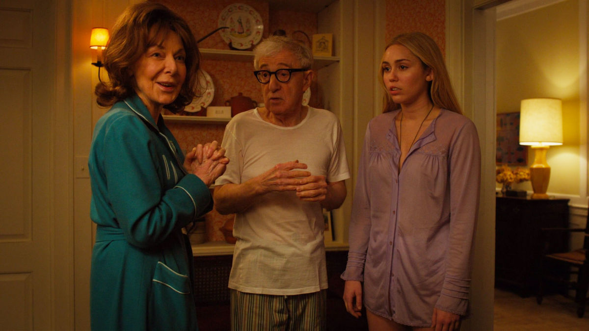 Crisis in Six Scenes: Elaine May, Woody Allen e Miley Cyrus in una scena